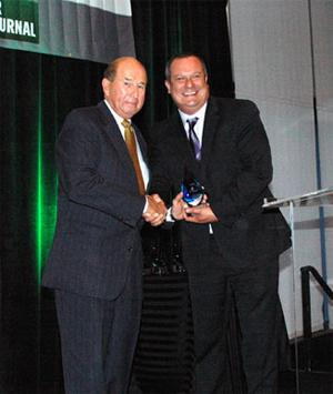 CU Denver Chancellor Jerry Wartgow receives a Denver Business Journal Legacy Award from DBJ President and Publisher Pete Casillas.