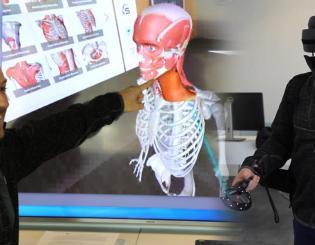 Dental school pioneers use of multi-modal, digital tools