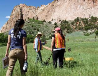 Students assist alumna and city archaeologist on dig at Garden of the Gods
