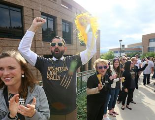 Faculty and staff welcome Class of 2019 at Mountain Lion Rally
