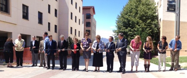 University dignities prepare to cut the ribbon